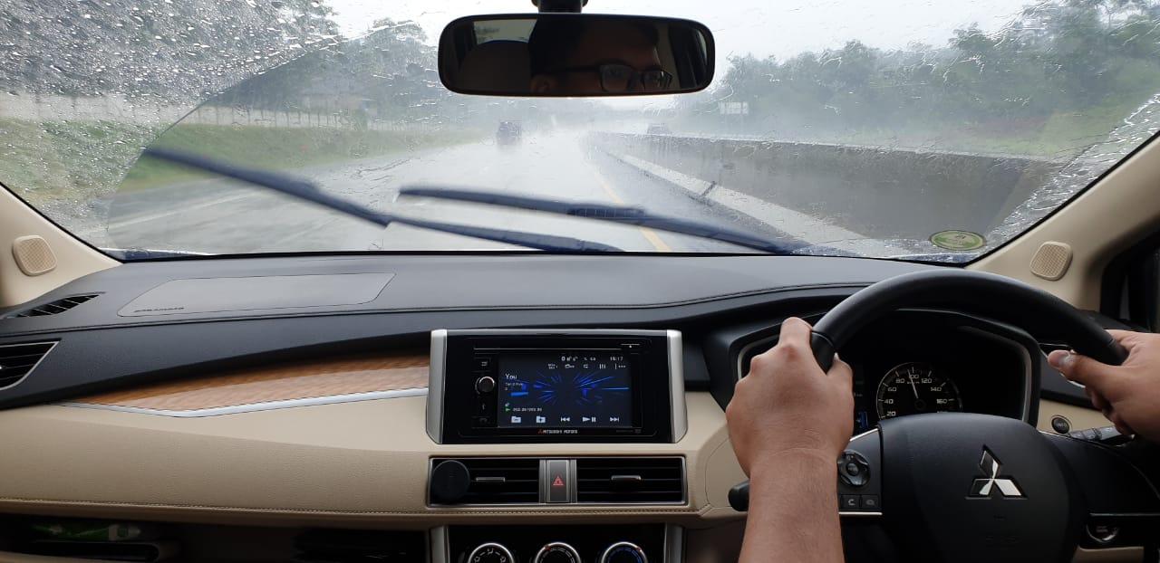 Perhatikan Hal Ini Saat Berkendara Dalam Kondisi Hujan Deras