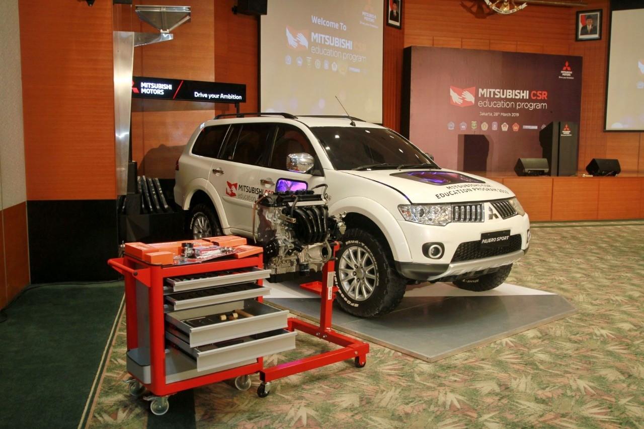 Mitsubishi Donasikan 9 Unit Kendaraan Untuk Pendidikan di Indonesia