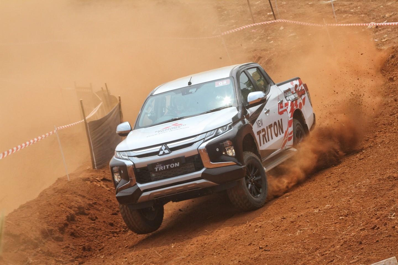 Lanjutkan Aktivitas Perkenalan New TRITON, Mitsubishi Motors Boyong Legenda Reli Paris Dakar