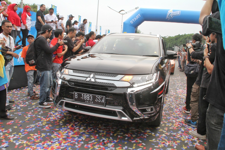 Tunjukkan Kontribusinya dalam Perkembangan Kendaraan Listrik, MMKSI Ramaikan Event Jakarta Langit Biru