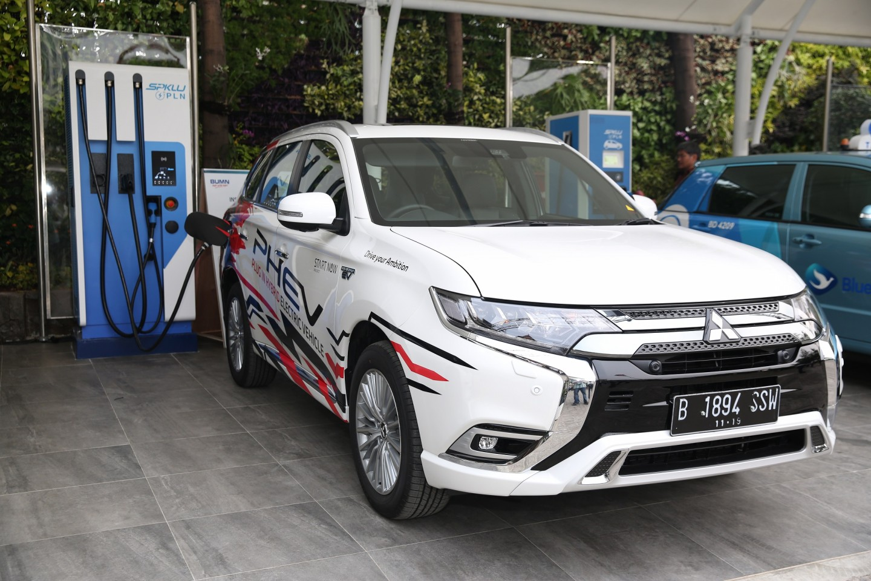 Mitsubishi Motors Dukung Pengenalan Fasilitas Pengisian Daya Mobil Listrik PT PLN (Persero)