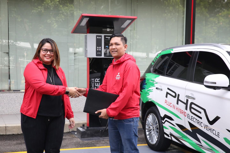 Mitsubishi Motors Gunakan OUTLANDER PHEV untuk kolaborasi Mobilitas massal