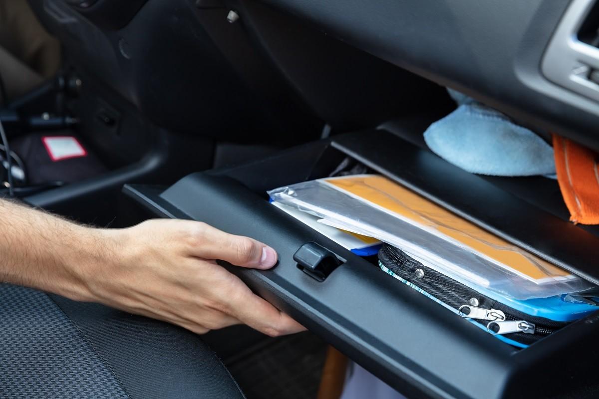 Mobil Parkir Lama, Jangan Tinggalkan Barang Ini di Mobil
