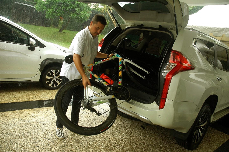 Mudah dan Aman Membawa Sepeda di Mobil Ala Rifat