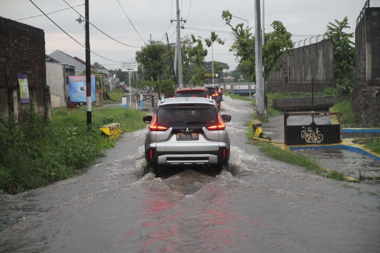 Mobil Terkena Banjir Ini Cara Pengecekan Kendaraannya