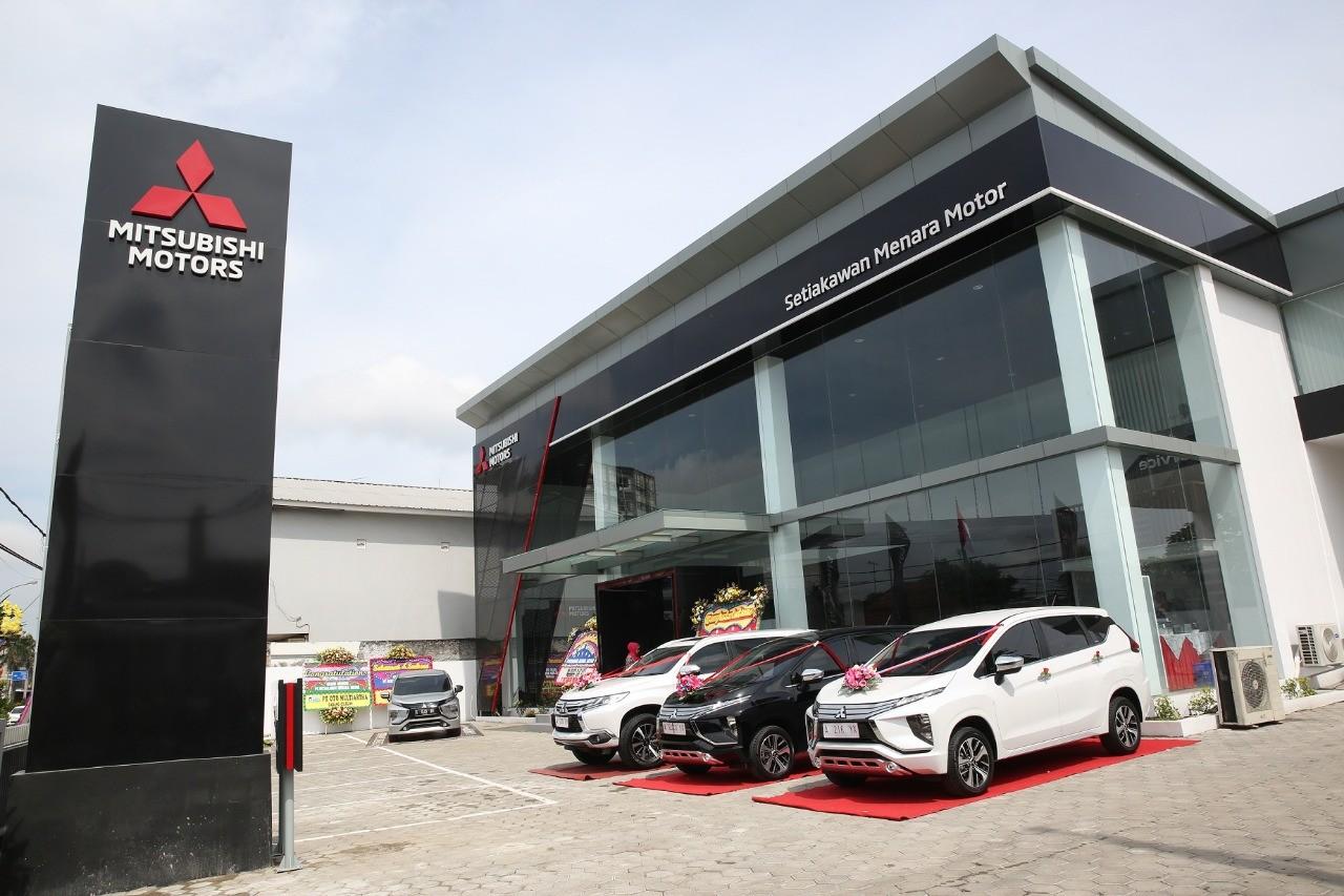 Mitsubishi Motors Hadirkan Dua Diler Kendaraan Penumpang Terbaru