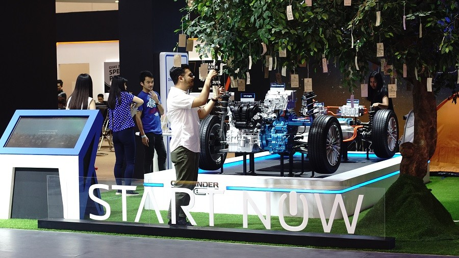 Mengenal Teknologi Plug-In Hybrid Mitsubishi di EV Corner