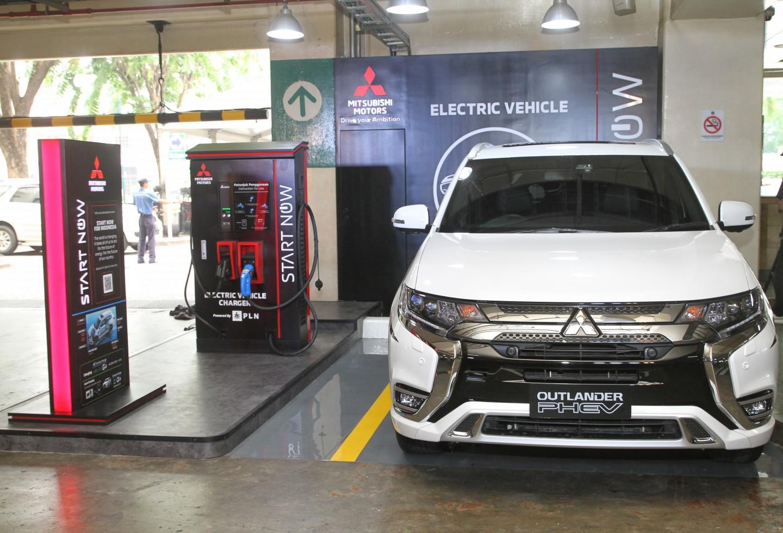 Mitsubishi Motors Dirikan Fasilitas Pengisian Daya Cepat di Pusat Perbelanjaan Plaza Senayan