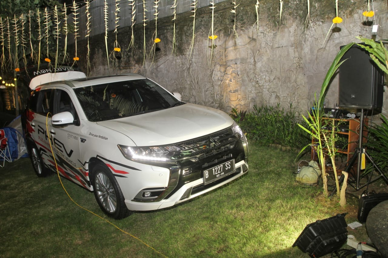 Keunggulan Mitsubishi Outlander PHEV Bisa Salurkan Listrik