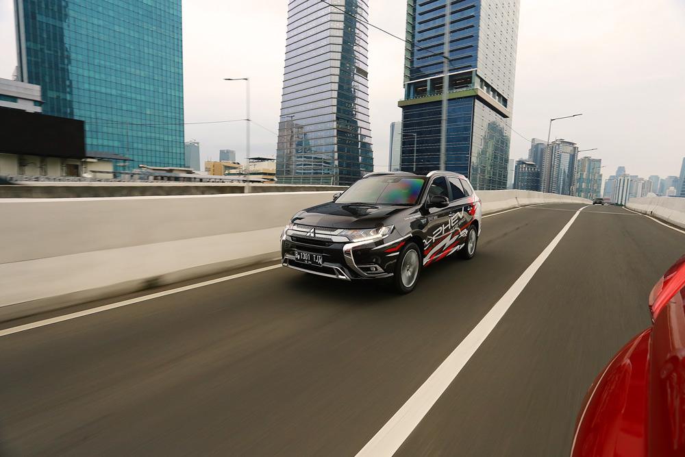 Ragam Keunggulan Teknologi Plug-in Hybrid di Mitsubishi Outlander PHEV